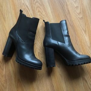 Black Aldo boot size 7